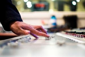 mixing-desk-351478